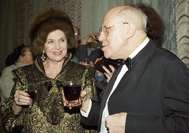 姆斯季斯拉夫•罗斯特罗波维奇与加林娜•维什涅夫斯卡娅