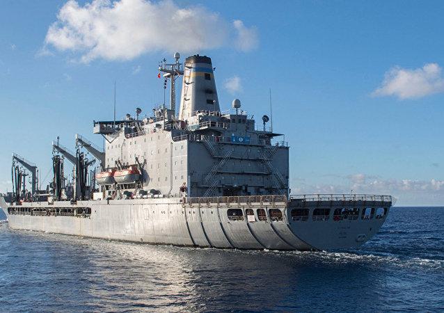 Корабль ВМС США USNS Pecos (T-AO-197).