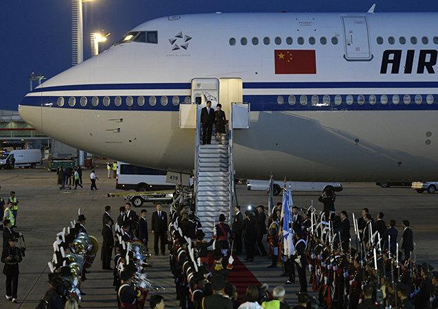 锣鼓喧天地迎接中国国家主席习近平