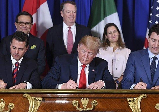 美财长:美墨加三国新协议可使贸易平衡