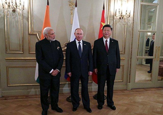 """""""俄罗斯-印度-中国""""形式的会谈 (2018年11月30日)"""