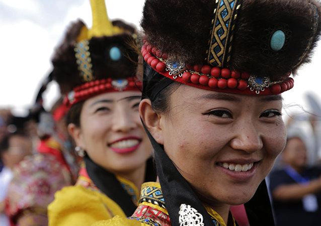 俄乌兰乌德与中国虎林签署加强旅游合作协议