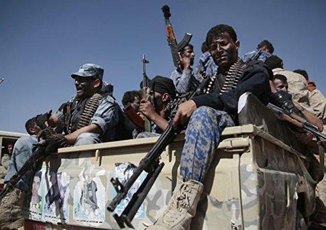 也门胡塞武装称其袭击沙特奈季兰市及石油设施