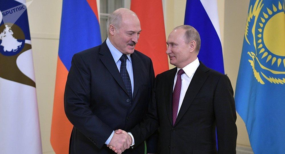 6 декабря 2018. Президент РФ Владимир Путин и президент Белоруссии Александр Лукашенко (слева) перед заседанием Высшего Евразийского экономического совета.