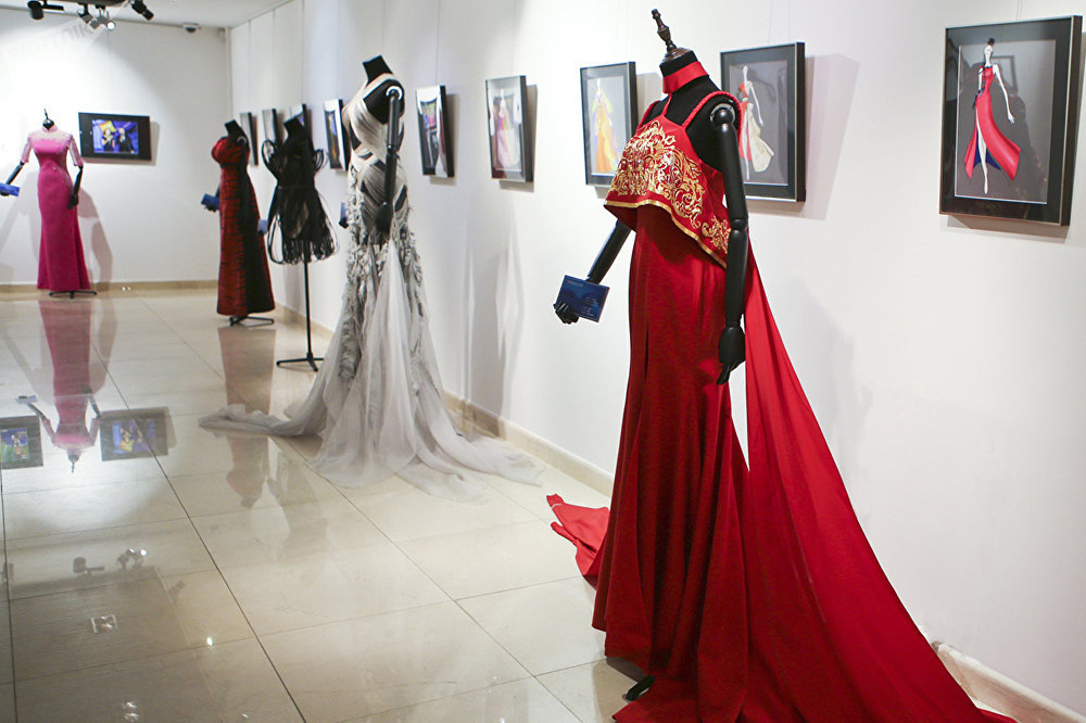 莫斯科中国文化中心举办时装展庆祝成立六周年
