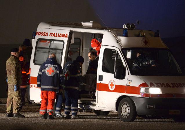 意大利一俱乐部说唱音乐会发生拥挤踩踏事件造成6死120伤