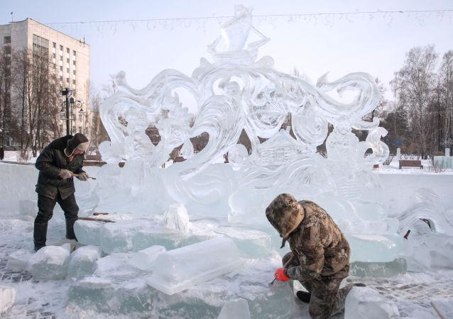 中国队成为俄托木斯克冰雕节获胜者