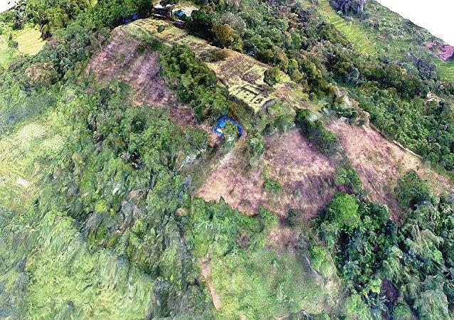 地质学家在印尼森林发现神秘的古代金字塔