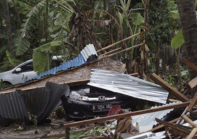 习近平就印尼海啸灾害向印尼总统致电表示慰问