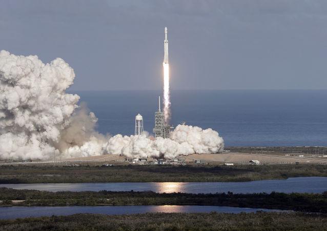 """""""猎鹰9""""号运载火箭(资料图片)"""