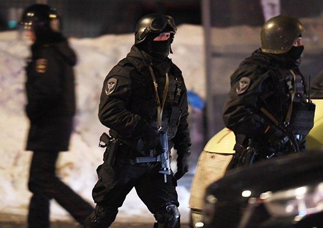 执法官员在喀山市