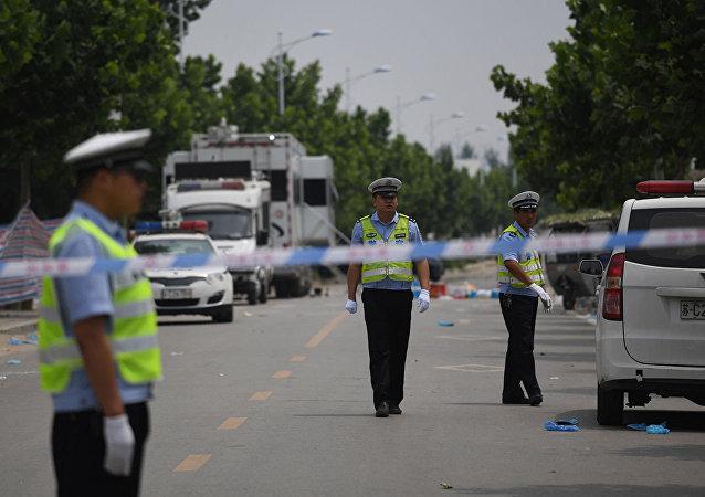 中国湖南省一卡车冲向行人致10人死亡
