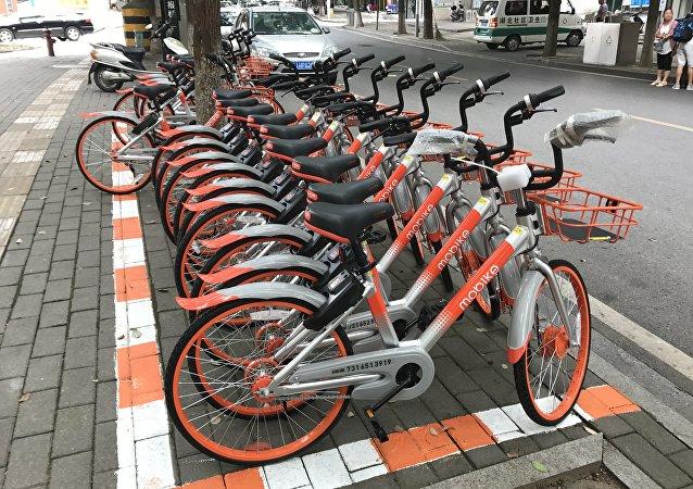 莫斯科市交通部门:今年将提早开放出租自行车和滑板车的服务