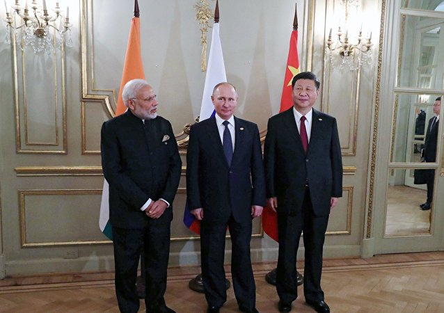 专家:必须在中俄印框架内积极改善中印关系