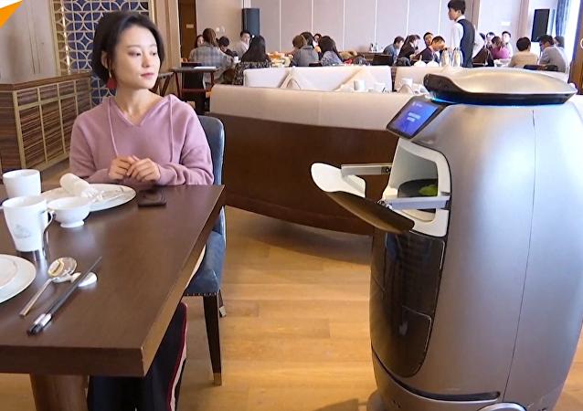 """阿里""""未来酒店""""开业:""""刷脸""""开门 机器人服务"""