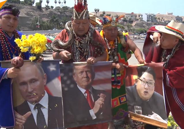 """秘鲁萨满巫师新年祈福 多国首脑成""""图腾"""""""