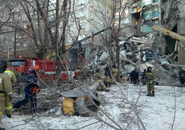 俄马格尼托哥尔斯克居民楼倒塌已导致3人死亡