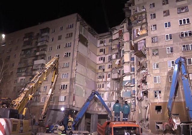 普京:需要重新安置马格尼托戈尔斯克燃气爆炸受损居民楼住户