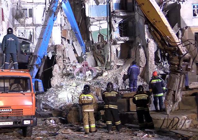 俄马格尼托戈尔斯克爆炸所有遇难者遗体已从废墟中挖出 共39人丧生