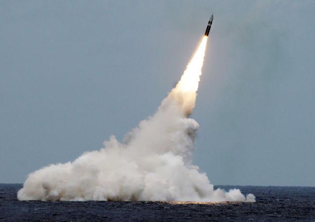 """美国测试能够携载核弹头的""""三叉戟-2""""弹道导弹"""
