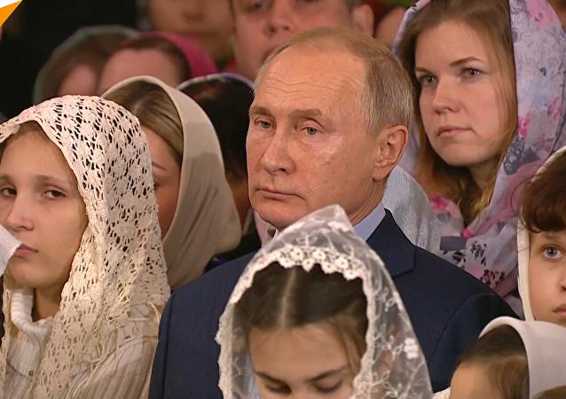 普京抵达圣彼得堡主显圣容主教座堂参加圣诞礼拜