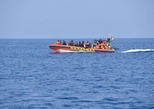 印尼当局仍在搜寻在爪哇海失踪的棕榈油油轮