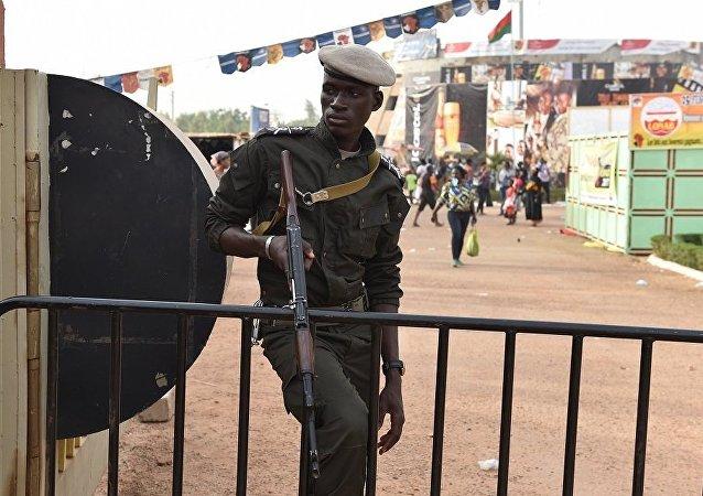 布基纳法索警官