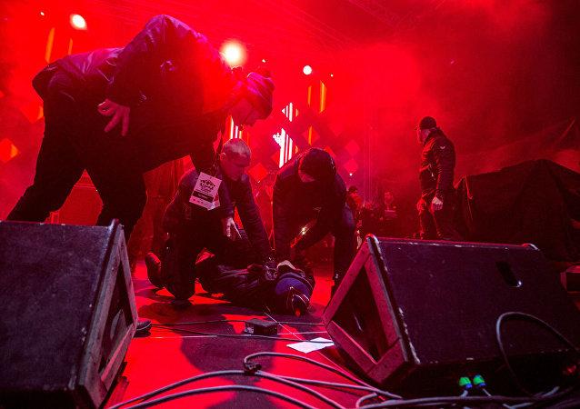 在波兰格但斯克一场音乐会上袭击该市市长帕维尔∙阿达莫维奇的男子被拘留