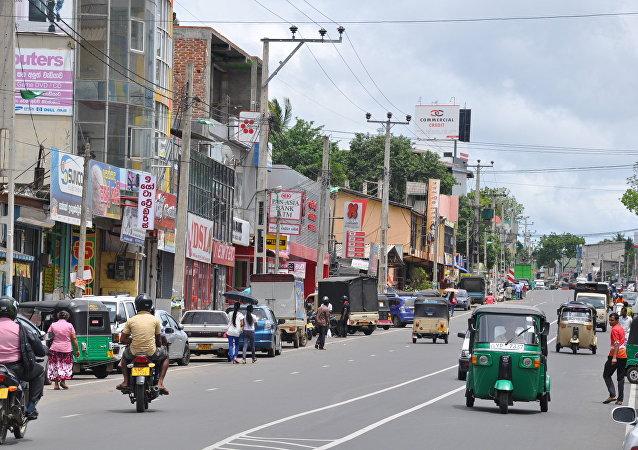 Pallegama-Modarawana Road in downtown Embilipitiya
