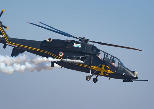 印度首架国产攻击直升机接受实弹测试