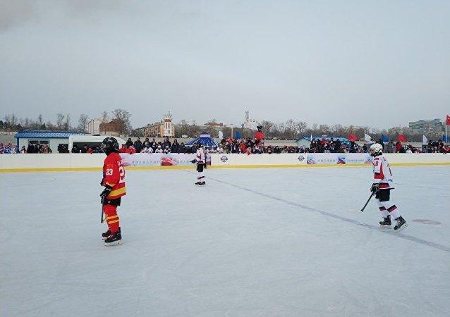 俄中冰球队将第四次在阿穆尔河冰面上争锋