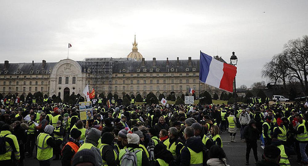 媒体:第21轮黄背心示威期间巴黎有43人被拘留