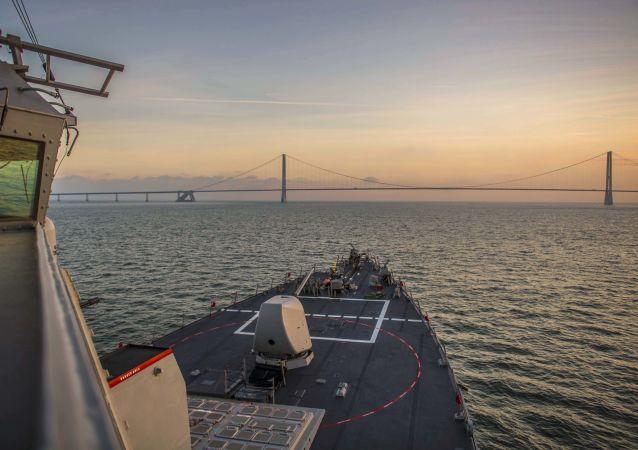俄军舰对进入波罗的海美军驱逐舰进行跟踪监视