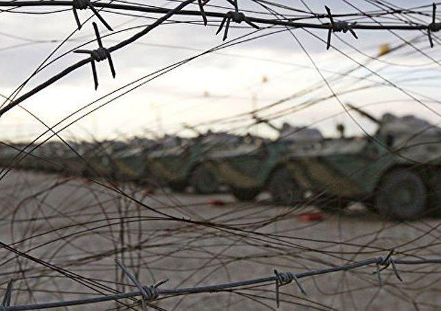 俄装甲运兵车在阿布哈兹峡谷翻覆致三名俄军人死亡