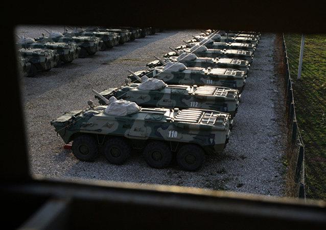 消息人士:俄军装甲车在阿布哈茲翻入40米深峡谷