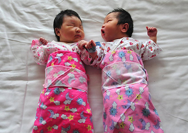 中国人大代表提议保护未婚生育孩子权益