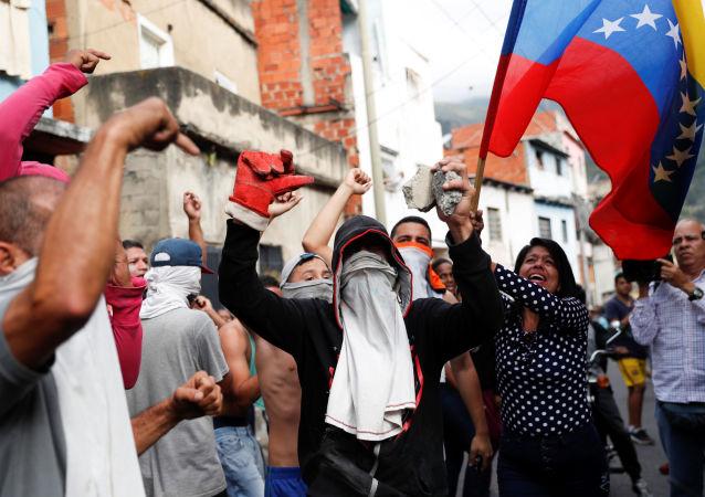 委内瑞拉外交部:反对派的武器可能来自东欧