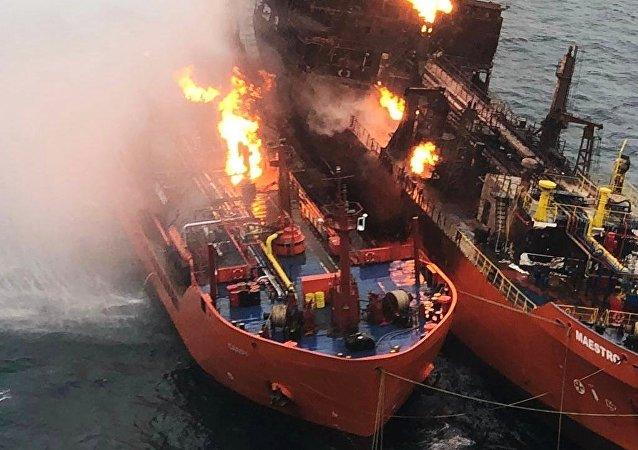 黑海失火油轮火势已持续一周 灭火工作未获进展