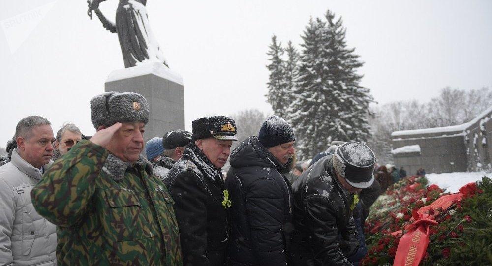 圣彼得堡举行纪念列宁格勒保卫战死难者活动