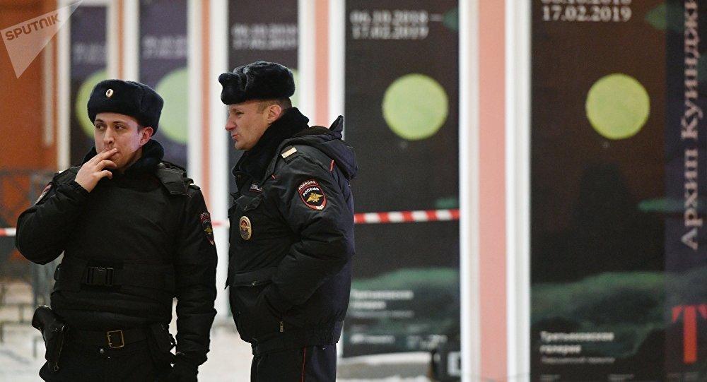 俄远东一家俄日银行门前狗狗雕像被偷