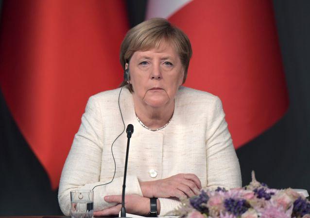默克尔与乌克兰总统强调遵守明斯克协议的必要性