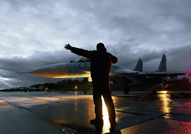 载有俄罗斯援意军人的第二架飞机回到国内