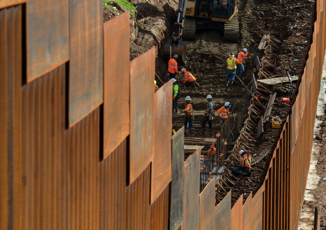 五角大楼签署价值近10亿美元的美墨边境墙建设合同