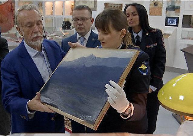 展览现场被盗的阿尔希普•库因吉画作《克里米亚艾佩特里峰》(Ai-Petri. Crimea)已被追回