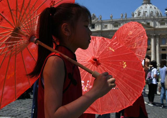 中国与梵蒂冈双边关系的发展令人满意