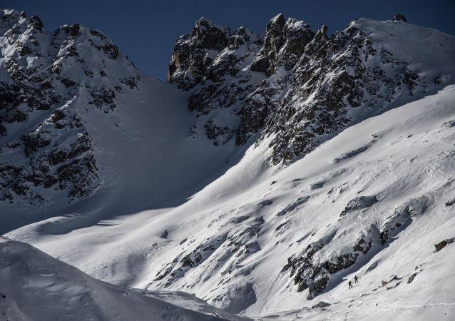 半数高山冰川