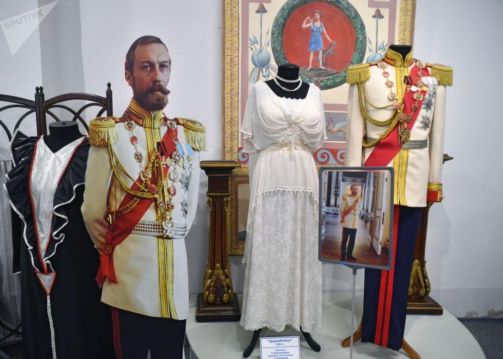 影片《暗杀沙皇》在莫斯科电影制片厂博物馆里的服装道具展示