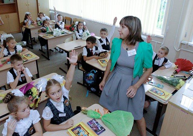 俄教育部部长向学生们祝贺知识日