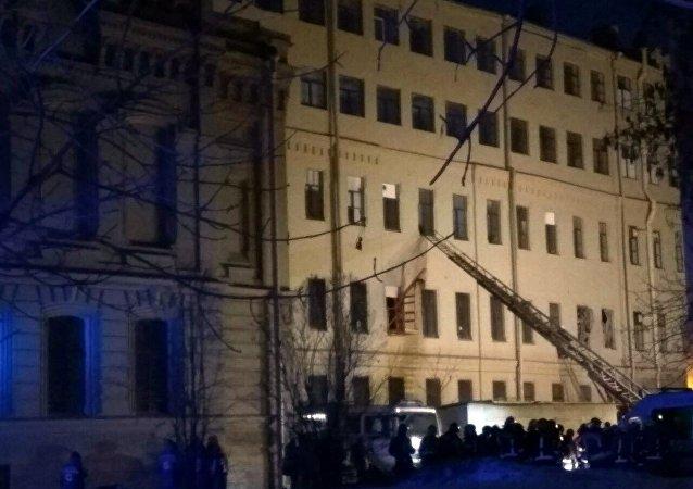 紧急情况部:不排除圣彼得堡大学坍塌废墟下埋人的可能性