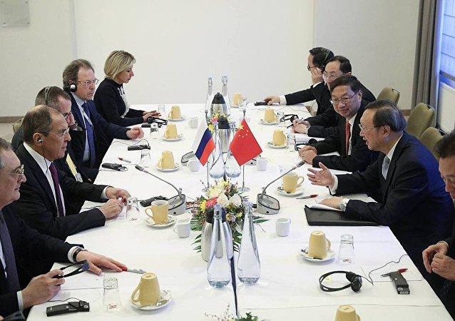 俄罗斯外长拉夫罗夫会见杨洁篪
